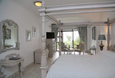 Room 104 - Misty Waves Hotel